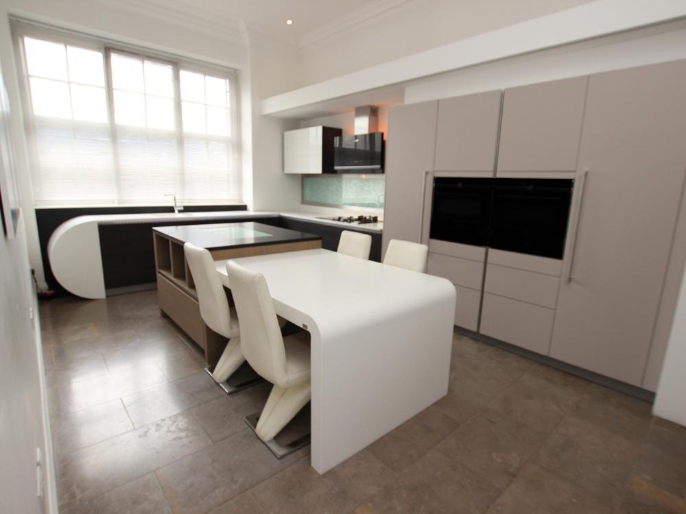 Hacker Handleless Island Kitchen with Curved Breakfast Bar