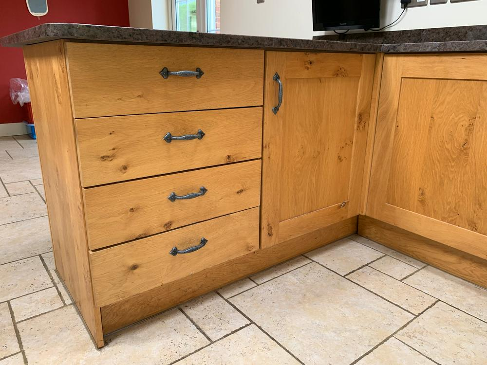 English Oak Shaker-Style Kitchen with Antique Granite Worktops